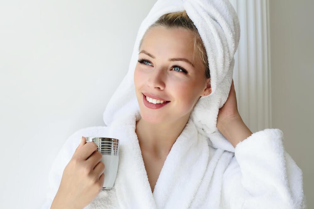 Woman with glowing skin - Glowing Skin Overnight